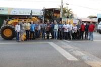 Legislativo municipal participa de entrega de novo maquinário